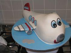 Airplane cake, so cute.