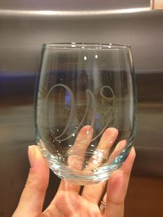 DIY monogram etched glasses You could get these at the dollar store & then use them as your glasses after the wedding! Diy Craft Projects, Crafts To Do, Arts And Crafts, Craft Ideas, Fun Ideas, Creative Ideas, Party Ideas, Craft Gifts, Diy Gifts