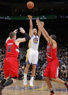 1.11.13   Stephen Curry logged his 6th double-double of the season with 22 points and a season-high 12 assists.