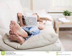 девушка лежит на диване: 14 тыс изображений найдено в Яндекс.Картинках