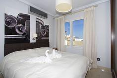 Lanzarote es un paraíso ideal para escaparte con tu pareja Villas, Bed, Furniture, Home Decor, Romantic Getaways, Country Cottages, Couple, Apartments, House Decorations