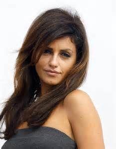 Mónica Cruz Sanchez (née le 16 mars 1977 à Alcobendas dans la communauté de Madrid) est actrice mannequin et danseuse espagnole. Elle est surtout connue pour avoir joué le rôle de Silvia Jauregui dans la série espagnole Un, dos, tres (2002-2005), ainsi que pour être la jeune sœur de l'actrice Penélope Cruz.