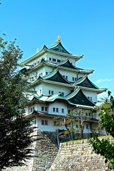 Nagoya Castle (Nagoya-jō?) is a Japanese castle located in Nagoya, central Japan. During the Edo period, Nagoya Castle was the center of one of the most important castle towns in Japan—Nagoya-juku— and it included the most important stops along the Minoji, which linked the Tōkaidō with the Nakasendō.