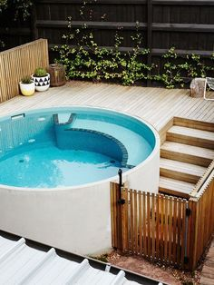 Discover 27 small backyard pool ideas for your inspiration. These small inground and above ground swimming pools will transform your backyard into an outdoor oasis. Pool Spa, Small Swimming Pools, Small Backyard Pools, Backyard Pool Designs, Small Pools, Swimming Pools Backyard, Swimming Pool Designs, Garden Pool, Backyard Ideas
