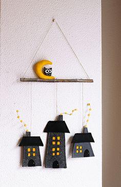 : Houses and moon - Wall Decor. Cardboard Crafts Kids, Felt Crafts Diy, Felt Diy, Easy Diy Crafts, Home Crafts, Christmas Crafts To Make, Halloween Crafts, Adornos Halloween, House Ornaments