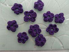 Cute crochet flowers by TWINKKNITS £2.20