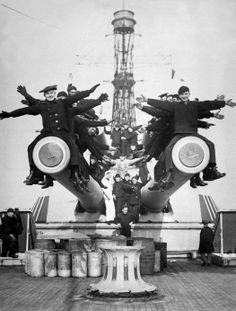 Crewmen of USS Texas (BB-35), pose for a picture on top of one of the main battery guns - 1918