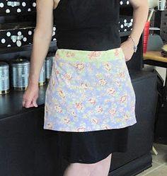 apron tutorial - uses 2 fat quarters and a ribbon Quilt Tutorials, Sewing Tutorials, Sewing Projects, Sewing Patterns, Sewing Ideas, Sewing Crafts, Apron Patterns, Easy Apron Pattern, Apron Tutorial