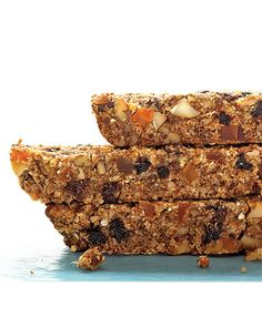 Dried-Fruit and Nut Health Bars Oats bring a pleasant chewiness and old-fashioned goodness to these nutrient-dense bars. Pureed dates lend just enough sweetness to this convenient breakfast or snack. Dried Blueberries, Dried Cherries, Dried Fruit, Fresh Fruit, Dried Apricots, Vegan Granola Bars, Quinoa Bars, Granola Cookies, Fruit And Nut Bars