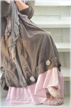 Joskus voi yhdistää myös kaksi mekkoa.Jalassa äitini virkkaamat ballerina-tossut <3