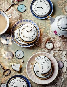 Tick tock shortbread - a gorgeous idea for a mad hatter's tea party! Enjoyed by www.mygrowingtraditions.com