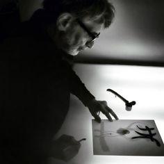 Edmond Baudoin bosse dans l'atelier de Golo - La maison des auteurs, Angoulême - photographie Alain François