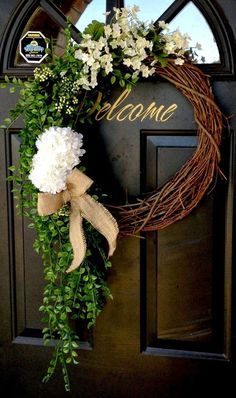 Spring wreath for door decoration is a wonderful idea. Get the best DIY Spring Wreath ideas here for front door decoration for the Spring and Easter season. Wreath Crafts, Diy Wreath, Wreath Ideas, White Wreath, Green Wreath, Grapevine Wreath, Wreath Making, Decoration Evenementielle, Floral Decorations