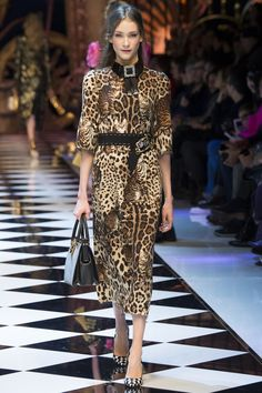 Cats, toy soldiers, princesses, and mice. This runway show is too cute to miss!!! Dolce and Gabbana Fall 2016!!