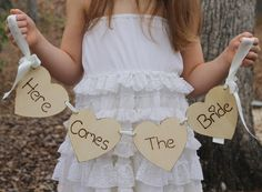 Here Comes The Bride Sign.. oh that would be so cute! niece is having a bubble wand though, hmm.. thinking thinking