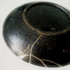 Kintsugi -black vase, white gold