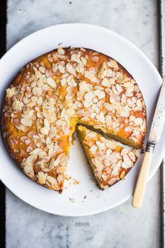 polenta, ricotta, honey and almond cake - torta di polenta, ricotta, miele e mandorle