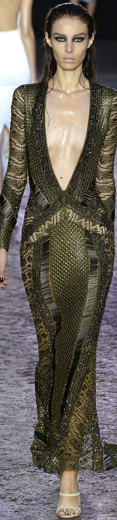 Julien Macdonald Spring 2016 RTW #coupon code nicesup123 gets 25% off at  www.Provestra.com www.Skinception.com and www.leadingedgehealth.com