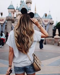 I've been to Disneyland many times over the years. I've taken all my tips and recommendations to give you the best one day Disneyland itinerary. Disneyland Castle, Disneyland Photos, Disneyland Outfits, Disneyland Trip, Disney Outfits, Disney Vacations, Disneyland Outfit Summer, Disneyland California, Vacation Travel