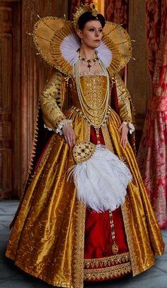 Beautiful golden and garnet Elizabethan costume Elizabethan Costume, Elizabethan Fashion, Tudor Fashion, Elizabethan Era, Elizabethan Clothing, Medieval Clothing, Tudor Dress, Medieval Dress