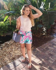 @annamae.yt Lilly Pulitzer skirt outfit, jack rogers, Kendra Scott Classic Outfits, Classic Style, Preppy Summer Outfits, Rainy Weather, Jack Rogers, Preppy Style, Skirt Outfits, Denim Fashion, Kendra Scott