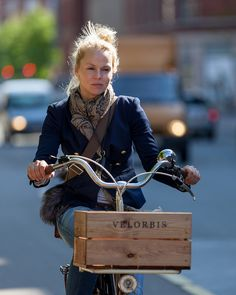 That stylishly rustic Velorbis crate! Photo: Cycle Chic®