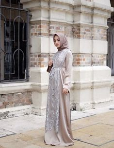 Dress long party chic 45 New Ideas Hijab Gown, Kebaya Hijab, Hijab Dress Party, Hijab Style Dress, Kebaya Dress, Kebaya Muslim, Modest Dresses, Modest Outfits, Simple Dresses