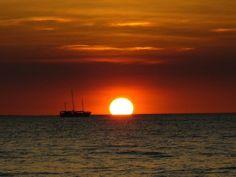 Mindil Beach merupakan pantai paling hits di #Darwin. Mau menikmati sunset di Mindil Beach? Ayo ikutan promo anniversary #NusaTrip, klik http://goo.gl/ZBGmyG   *Syarat dan ketentuan berlaku   Photo: travelblog org
