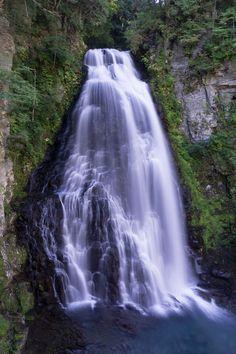 https://flic.kr/p/p64Kcu | Bandokoro Waterfall | Norikura Highland 乗鞍高原・番所大滝  The height is about 40m. 落差40mの滝です。  Matsumoto city, Nagano Pref, Japan
