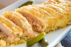 Receita sofisticada para dias especiais, mas bem simples de executar. Crosta deliciosa envolvendo a maciez do salmão com tempero inusitado.