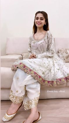 Beautiful Pakistani Dresses, Pakistani Formal Dresses, Pakistani Dress Design, Fancy Dress Design, Girls Frock Design, Pakistani Fashion Party Wear, Pakistani Wedding Outfits, Beautiful Dress Designs, Stylish Dress Designs