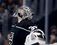 LOS ANGELES, CA - OCTOBER 05: Jonathan Quick #32 of the Los Angeles Kings looks up at the scoreboard during a 2-0 win over the Philadelphia Flyers on opening night of the Los Angeles Kings 2017-2018 season at Staples Center on October 5, 2017 in Los Angeles, California. (Photo by Harry How/Getty Images)