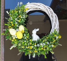 Easter Wreaths, Diy And Crafts, Centerpieces, Floral Wreath, Spring, Handmade, Easter Decor, Mirror, Home Decor