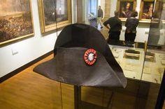 Interesting Facts About Napoleon Bonaparte: Napoleon's hat Napoleon Costume, Napoleon Hat, Napoleon Josephine, Chateau De Malmaison, La Malmaison, Napoleon Quotes, Robin, British Soldier, French Army