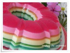 Gelatin Rainbow http://www.ondasdesabores.com.br/2013/04/gelatina-arco-iris-ou-pudim-de-gelatina.html