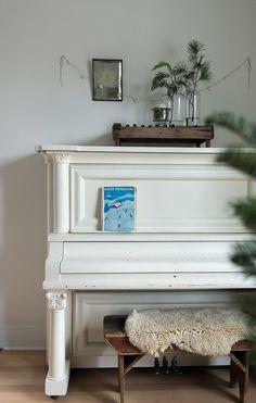 Vintage Whites Blog