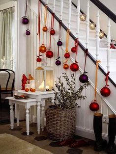 Christmas Staircase Decorations Ideas can just read this full article we had created for you.So checkout Beautiful Christmas Staircase Decorations Ideas Noel Christmas, Christmas Baubles, All Things Christmas, Winter Christmas, Christmas Crafts, Christmas Hallway, Christmas Ideas, Christmas 2019, Modern Christmas