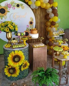 Adult Birthday Party, 16th Birthday, Birthday Celebration, Sunflower Party, Sunflower Baby Showers, Sunflowers And Daisies, Garden Bridal Showers, Flower Backdrop, Birthday Balloons
