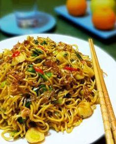 Resep Masakan Indonesia: Resep Mie Goreng Pedas Indian Food Recipes, Asian Recipes, Vegetarian Recipes, Cooking Recipes, Healthy Recipes, Mie Goreng Recipe, Mie Noodles, Indonesian Cuisine, Indonesian Recipes