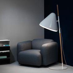 On instagram by codecobarcelona #homedesign #metsuke (o) http://ift.tt/1WeD6AJ las noches de peli y manta o las tardes de lectura sentado cómodamente en la butaca Swell de @normanncph !Una pieza minimalista para el hogar de forma robusta y varias posibilidades de tapizado. La suavidad de líneas y la forma ergonómica garantizan un gran confort.  Además de butaca Swell está en sofá de 2 y 3 plazas.  Y qué mejor que acompañar la butaca Swell con la Hello lamp? Una lámpara que proporciona una…