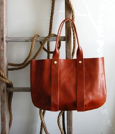tropezienne tote by clare vivier Fashion Handbags, Purses And Handbags, Clare Vivier, Market Bag, Beautiful Bags, Italian Leather, Leather Bag, Brown Leather, Bago