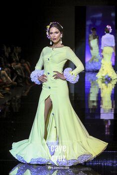 SIMOF 2018. LUIS FERNÁNDEZ: SERENDIPIA Flamenco Dresses, Flamenco Dancers, Fiesta Outfit, Spanish Dancer, Prom Dresses, Summer Dresses, Spain, Fashion Dresses, Womens Fashion