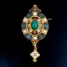 Holbeinesque brooch - A Holbeinesque brooch set with a cabochon emerald, pearls and diamonds, French Domestique gold Hallmark (1838-1919)