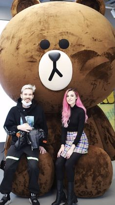 Marzia Bisognin and Felix Kjellberg   Melix in Japan   LINE bear, Brown