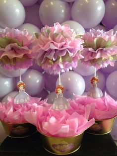 Sofía the first centre table, pompons decorations, centros de mesa princesa Sofía, beautiful decorations, Party ideas.