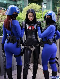 The Baroness w/ femme Cobra Troopers.