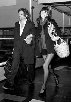 jane birkin - jane birkin pictures - style icon - fashion icon - - serge Gainsbourg THEY'RE KILLING ME! Serge Gainsbourg, Gainsbourg Birkin, Charlotte Gainsbourg, Estilo Jane Birkin, Jane Birkin Style, Vanessa Redgrave, Isabella Rossellini, Catherine Deneuve, Brigitte Bardot