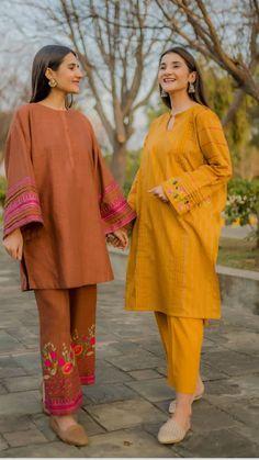 Beautiful Pakistani Dresses, Pakistani Dresses Casual, Pakistani Dress Design, Stylish Dress Book, Stylish Dresses For Girls, Simple Dresses, Fancy Dress Design, Stylish Dress Designs, Pakistani Fashion Party Wear