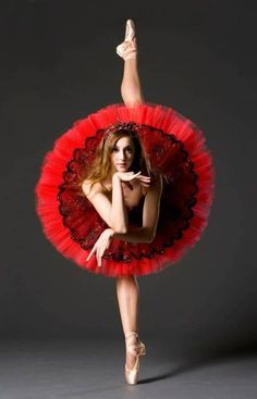 Shop for ballet costumes and ballet tutus online in a variety of colors and styles. Get helpful hints on how to construct your dream ballet tutu and navigate through the differences between classical tutus, romantic tutus and bell tutus. Amazing Dance Photography, Ballet Photography, Shape Photography, Lifestyle Photography, Photography Poses, Shall We Dance, Lets Dance, Dance Moms, Dance Aesthetic