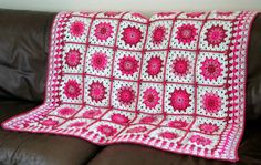 Carrés Granny Blanket Bouquet Rose au Crochet par Thesunroomuk